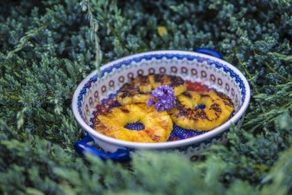Pomysł na deser z grilla - Grillowane ananasy