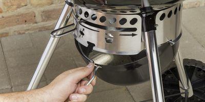 System One-Touch ze stali nierdzewnej (wraz z wyjmowalnym pojemnikiem) do usuwania popiołu z dna grilla