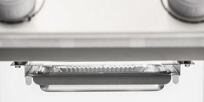 System odprowadzania tłuszczuCatch Pan & Drip Pan– zapobiega zapalaniu się tłuszczu w piekarniku i ułatwia czyszczenie